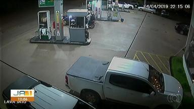 Câmeras de segurança mostram assalto a caixa em posto de combustível em Paraíso - Câmeras de segurança mostram assalto a caixa em posto de combustível em Paraíso
