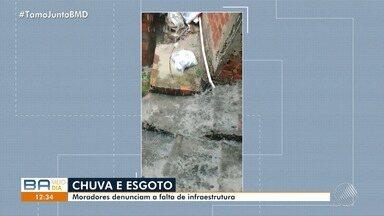Moradores reclamam de escadaria que alaga nos dias de chuva em Vila Canária - Os moradores registraram um vídeo do problema na Rua Valdomiro Lima.