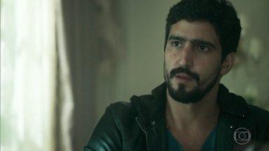 Jamil tenta fazer Aziz desistir de Laila - O sheik se irrita com a petulância de seu homem de confiança e o manda ir atrás de Laila onde quer que seja preciso