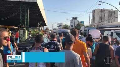 Prefeitura anuncia retomada de obras do shopping popular em Campos, no RJ - Camelôs fizeram uma manifestação após espera de mais de 5 anos.