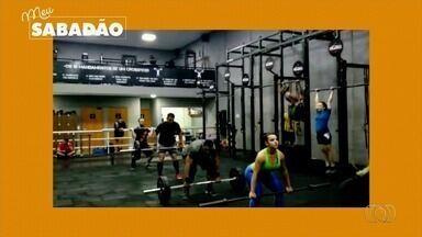 Alunos participam de aulão de crossfit, em Goiânia - Evento é para marcar o Dia Mundial do Esporte.