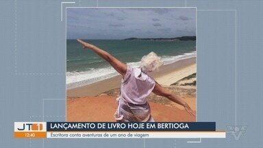 Escritora de 60 anos lança livro com relatos de viagens pelo Brasil - Ana Laura de Queiroz conta as aventuras que viveu e as amizades que fez durante as viagens.