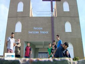 Grupo de jovens ensaia para 'Paixão de Cristo', em Manaus - Mais de 80 pessoas estão envolvidas no projeto.