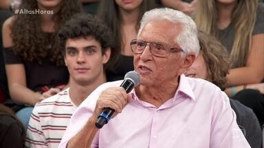 """Carlos Alberto de Nóbrega fala sobre ser """"escada"""" para outros humoristas - Ele revê suas participações na TV Globo"""
