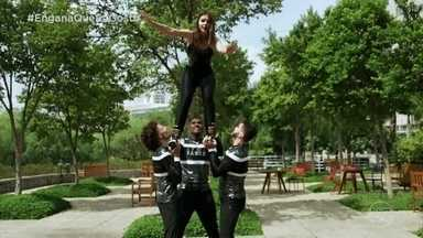 Fany Vidal aprende a ser cheerleader - Veja como foi a aula da apresentadora
