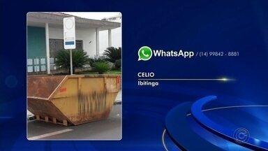 Caçamba de entulho é deixada em vaga reservada para deficientes - Um morador de Ibitinga mandou imagens de caçamba de entulho que foi deixada em vaga reservada para deficientes.