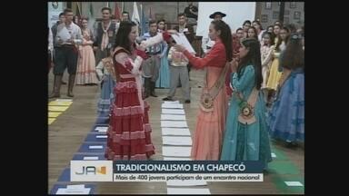 Jovens participam do Encontro Nacional da Juventude Tradicionalista em Chapecó - Jovens participam do Encontro Nacional da Juventude Tradicionalista em Chapecó