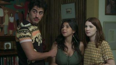 Flora e Lia decidem fazer as aulas de Anderson na ONG - Enciumados, Tito e Garoto resolvem acompanhar as namoradas. Fabiana avisa aos rapazes que conseguiu mais marmitas para distribuir para as pessoas em situação de rua