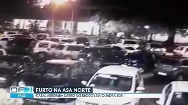 Casal arromba carro na Asa Norte - As câmeras do bloco L da 415 mostram o casal furtando o interior do carro. A PM disse que faz operações para coibir os crimes na região.