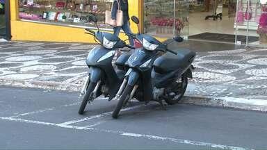Sem Zona Azul em Umuarama, motoristas desrespeitam leis de trânsito - Departamento de trânsito diz que vai multar.