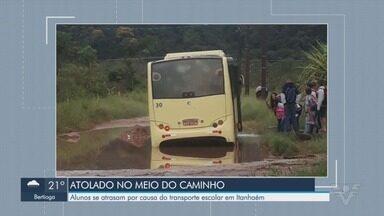 Ônibus atola em Itanhaém e estudantes se atrasam para a aula - A situação ocorreu nesta segunda-feira (8).