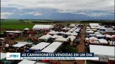 Tecnoshow começa em Rio Verde já movimentando negócios - Mais de 500 expositores participam da feira que tem o de mais moderno para o setor agrícola.