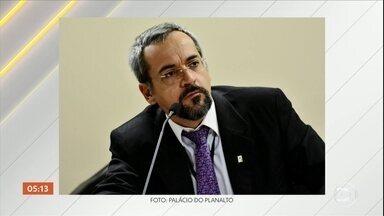 Novo ministro da Educação, Abraham Weintraub, toma posse nesta terça-feira (9) - Ele vai substituir Ricardo Vélez que deixa o cargo depois de mais de três meses de polêmicas e desgastes.