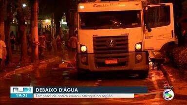 População contabiliza estragos após temporal em Volta Redonda e Barra Mansa - Previsão é de mais chuva para terça-feira (9) em toda região.