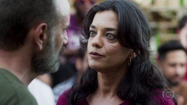 Missade estranha a ausênica de Laila - Elias percebe a preocupação da esposa, mas ela mente sobre sumiço da filha