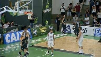 Bauru Basket vence o Minas e se classifica às quartas do NBB - Confira como foi a vitória do time bauruense sobre os mineiros no terceiro jogo da série de oitavas de final do nacional de basquete.