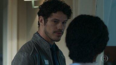 Júnior garante que Sampaio não vai conseguir matar Gabriel - Ele conversa com enfermeira sobre os perigos que o primo está correndo