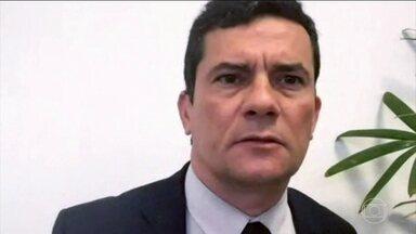Sérgio Moro comenta episódio de carro fuzilado por soldados do Exército no Rio - O ministro da Justiça disse que tem que apurar o caso dos soldados que deram mais de 80 tiros num carro que transportava uma família. Para ele, se for provado que houve erro, os responsáveis têm que ser punidos.