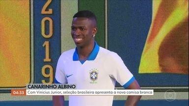 Com Vinícius Junior, seleção brasileira apresenta a nova camisa branca - Com Vinícius Junior, seleção brasileira apresenta a nova camisa branca
