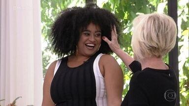 Ana Maria Braga elogia o cabelo de Rízia - A última eliminada do BBB19 toma café da manhã na Casa de Cristal e diz que estava tranquila com o paredão