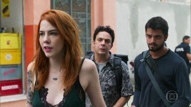 Valéria paga fiança de Bruno e Abner - Bruno declara seu amor por Valéria