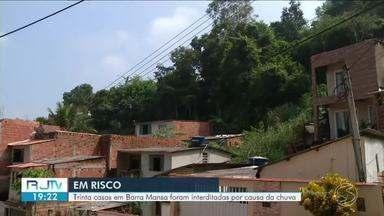 Defesa Civil interdita 30 casas no bairro Paraíso de Cima, em Barra Mansa - Decisão foi após forte temporal que atingiu o município no início da semana.