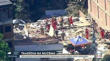 Bombeiros trabalham nas buscas de desaparecidos em desabamento de prédios na Muzema - O trabalho de resgate já dura quase 30 horas no local do desabamento.