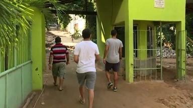 Busca por sobreviventes nos escombros dos prédios na Muzema pode virar a madrugada - Os bombeiros continuam buscando sobreviventes. Sete pessoas morreram no desabamento dos prédios e 17 estão desaparecidas.