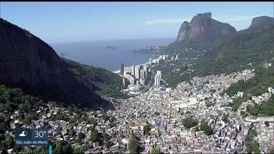 Áreas menos favorecidas crescem sem fiscalização no Rio - Rio de Janeiro tem 14.204 residências construídas em regiões de encostas e que têm risco de desabamento.