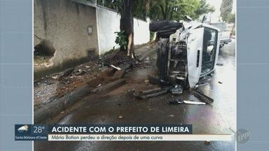 Prefeito de Limeira se envolve em acidente na Vila Paraíso - Chefe do Executivo teria perdido o controle da camionete, atingindo uma árvore e o muro de uma residência.