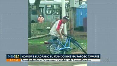 Homem é preso após furtar bicicleta no Centro de Maringá - Crime foi na tarde de domingo.