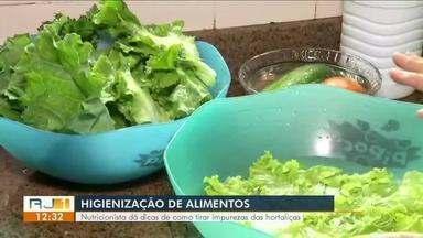 Em Resende, nutricionista dá dicas de como tirar impurezas das hortaliças - É importante a higienização dos alimentos, para evitar doenças.