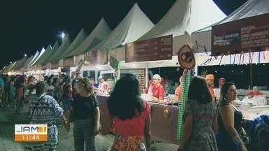 Festival paraense atraí centenas de pessoas para Arena da Amazônia - Evento reuniu música e culinária paraense.