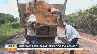 Moradores da AM-010 realizam mutirão para tapar buracos - Grupo junta dinheiro, compra barro para reduzir prejuízos.