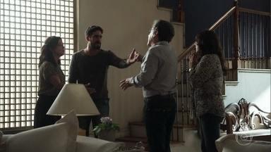Missade não aceita falar com Jamil - Inconformado, ele invade a casa de Rania à procura de Laila