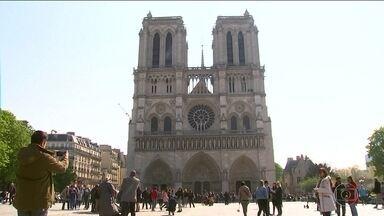 Literatura e cinema ajudaram a tornar Notre-Dame conhecida no mundo - Catedral de Notre-Dame é o lugar mais visitado da França: 13 milhões de pessoas de todo o mundo visitam a igreja, uma média de 30 mil por dia.