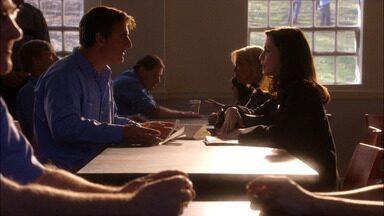 Piloto - Alicia Florrick retorna ao trabalho como advogada depois que seu marido, o promotor Peter Florick, é preso. O primeiro caso de Alicia é de uma mulher acusada de matar o ex-marido.
