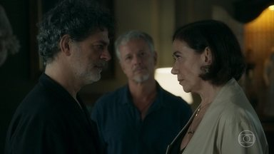 Murilo é levado à delegacia por suspeita de assassinato - Valentina enfrenta Sampaio, mas é ameaçada pelo novo delegado