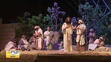 Semana Santa: Missa de lava pés é celebrada em Planaltina - Celebração reuniu centenas de fiéis no centro da cidade.