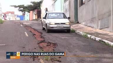 Buracos nas pistas do Gama - Administração do Gama respondeu que continua fazendo operações Tapa-Buraco, mas enfrenta dificuldades por causa das chuvas, além da falta de material e de mão-de-obra.