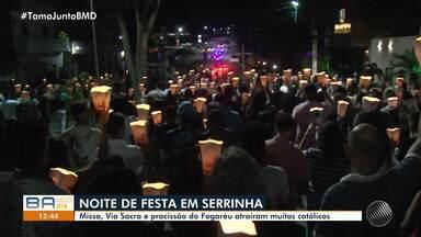 'Procissão do Fogaréu' reúne milhares de fiéis em Serrinha, na região de Feira - A procissão simboliza a noite em que Jesus foi preso. Veja como foi.