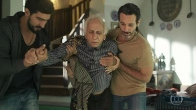 Mamede passa mal por causa do acidente com Sultão - Jamil e Ali o levam para o hospital