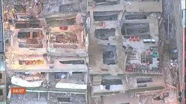 Bombeiros encerram buscas por vítimas dos desabamentos na Muzema, no Rio - No total, 23 pessoas morreram na tragédia.