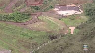 Barragens em risco deixam centenas fora de casa sem saber quando voltar - Cerca de 900 moradores de cidades mineiras tiveram que sair de casa por causa de laudos que não atestaram a segurança de barragens. A maioria pertence à Vale.