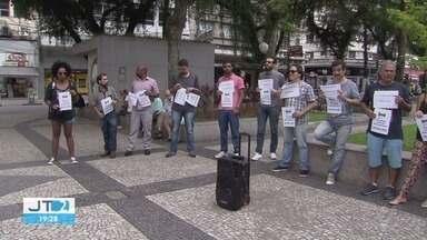 Manifestantes repudiam declarações de ex-secretário adjunto de turismo de Santos - Eles se reuniram em frente a Prefeitura.