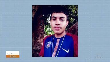 Adolescente é morto a tiros na porta de casa em Palmas - Adolescente é morto a tiros na porta de casa em Palmas