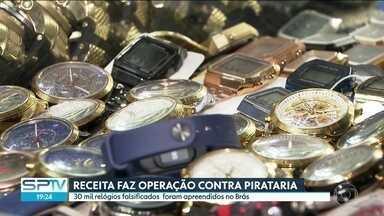 Cerca de 30 mil relógios foram apreendidos na região do comércio popular em São Paulo - Eles estavam escondidos em boxes num shopping na região do Brás