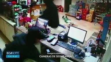 Posto de combustível é assaltado em Guarapuava - Os suspeitos levaram dinheiro, carteiras e documentos das vítimas.