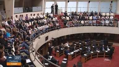 Alesc discute em segunda audiência a reforma administrativa proposta pelo governo de SC - Alesc discute em segunda audiência a reforma administrativa proposta pelo governo de SC