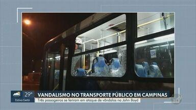 Passageiros ficam feridos após ataque de vândalos a ônibus em Campinas - Ataque ocorreu na noite desta terça-feira (23), na Avenida John Boyd Dunlop. Três passageiros ficaram feridos e foram socorridos.